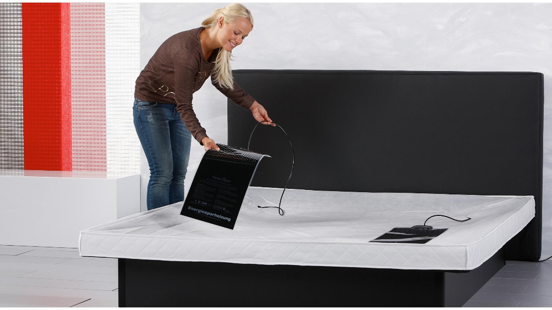 Wasserbettheizmatte Carbon IQ Digital ins Wasserbett einlegen
